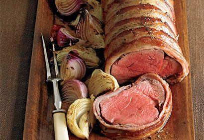 Filet de boeuf au bacon, sauce crémeuse à la ciboulette Vidéo : http://video.coupdepouce.com/2793056140001/Preparer_et_servir_le_filet_de_boeuf #recette #noel #boeuf