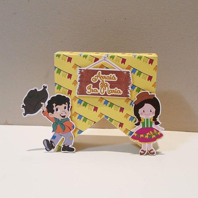 Caixa Bandeirinha!! #festasaojoao #saojoao #saopedro #festasaopedro #personalizados #personalizadossaojoao #matutinha #matutinho #barracadobeijo #caixapersonalizada #festaarraial