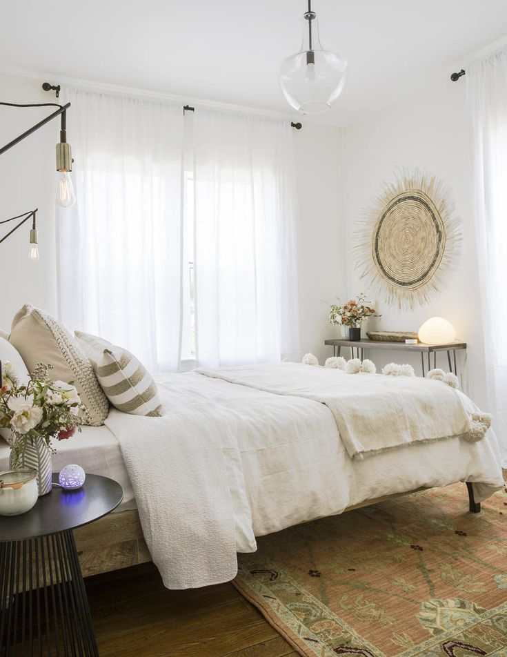 Designers Jessica McCarthy and Emily Gaydon from Decorist, a  budget-friendly virtual decorating service, oversaw the dcor in Sunset's  Wine Country