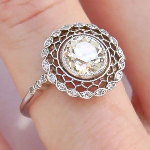Love originality in engagement rings. AMAZING Art Deco engagement ring