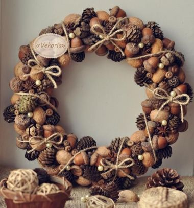 Gorgeous fall wreath with walnuts pinecones and acorns // Gyönyörű termés koszorúk makkból tobozból és dióból // Mindy - craft tutorial collection