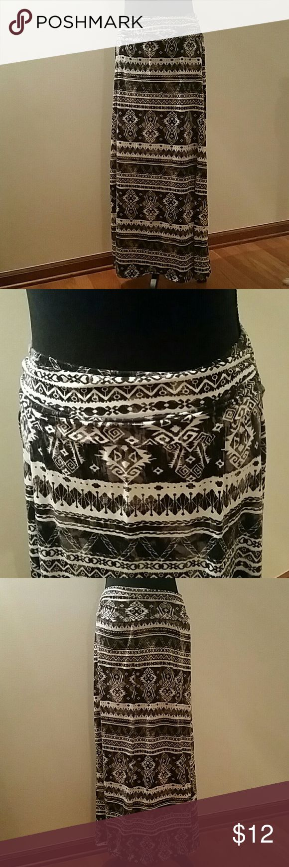 """Black & White Tribal Maxi Skirt Black & White maxi skirt, tribal print, 40"""" length (including 3.5"""" ruched waistband).  Stretchy cotton fabric. Size large, fits sizes 8-12. Gently worn, very good condition! Skirts Maxi"""