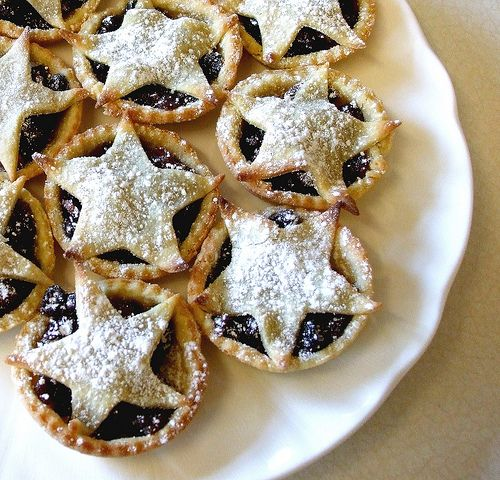 I love my mince pies - there are few things that I am confident about, but I am quite happy to state that I make some of the best mince pies on the planet...! I shall be up early tomorrow making s...