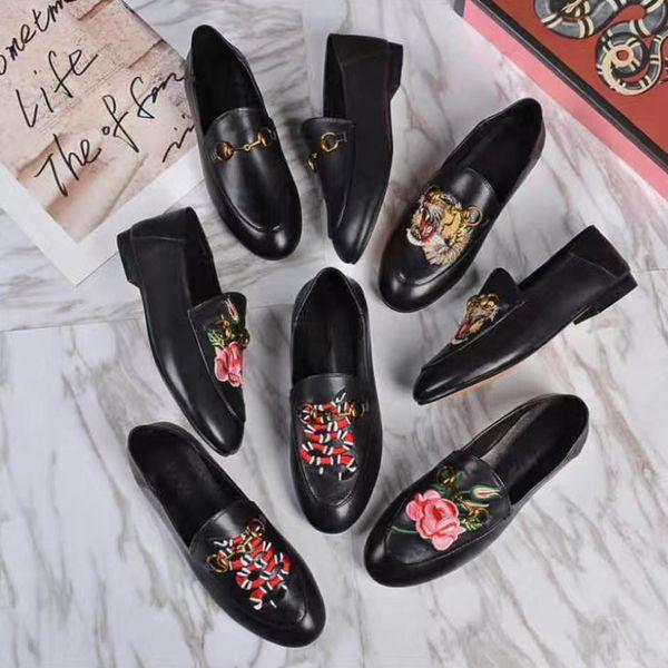 Лай вышитые кожаные ботинки женщин 2017 осень новый человек круглые плоские черные ботинки Европейские и американские моды повседневная обувь