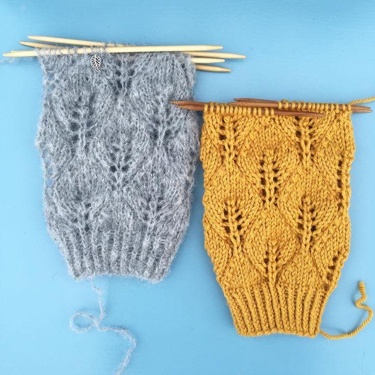 Nye #løvsprettleggvarmere er #påpinnene, denne gangen til meg selv!  Og siden jeg ikke klarte å bestemme meg for garn/farge måtte jeg starte på to stykk, supre @knit_o_rama. Så hyggelig at du lurer på hva jeg strikker nå!  Og jeg må jo delta i fantastiske @einkopptetakk og #strikkererapi sin gibort også. Dette er nemlig noe av det som kan bidra til #strikketerapiformeg:  å strikke ting som er så små at de kan regnes som en prøvelapp i seg selv. Da slipper jeg jo å strikke prøvelapp! 🙊🎉