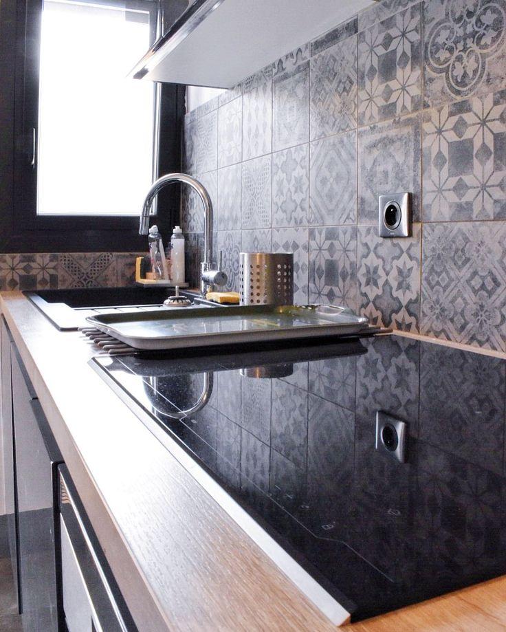 Projet cuisine avec fa ades laqu es gris brillant plan de for Cuisine stratifie bois