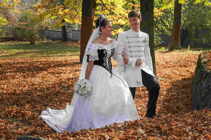 ebben-a-gyönyörű-parkban-muszáj-sétálni-kék-ezüst-díszmagyar....jpg (5297×3531)