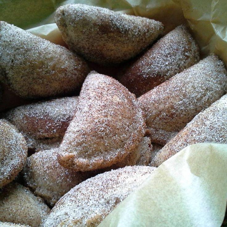 How to prepare Fresh Empanada Dough. Find recipes on the Hispanic Kitchen today.