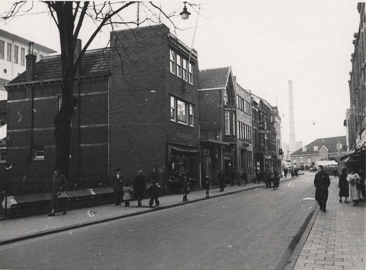 Saroleastraat Heerlen, op achtergrond station en een van de schoorstenen van ONI. Jaarlat: ? Bron: http://www.rijckheyt.nl/