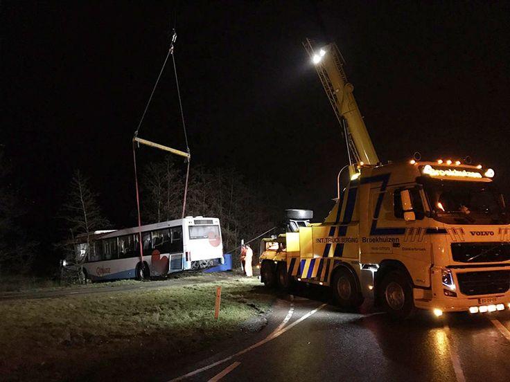Bus ramt bushokje na botsing do 08 december 2016 19.41 uur
