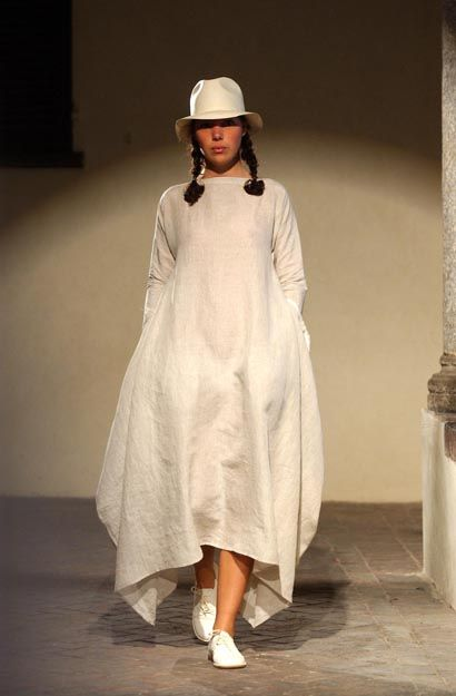Daniela Gregis.  Love the shape but not in white.  I'd be the nurse from R&J:  a sail!