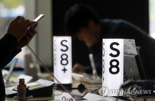 Samsung's Galaxy S8 sales hit 22,200 units on Saturday