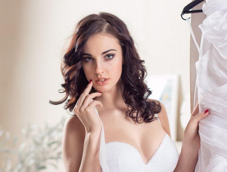 Модель, лицо, портрет, Алла Бергер, бюстгальтер, розовые губы, белое платье