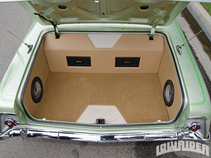05-1962-chevrolet-impala-custom-monitor-and-speaker-setup.....