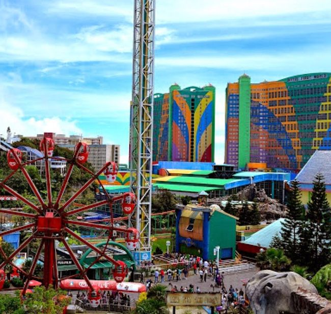 Fact: largest #hotel in the world is the Genting Highlands Resort in Pahang Darul Makmur. With 6118 rooms & 10 on site restaraunts. #travel