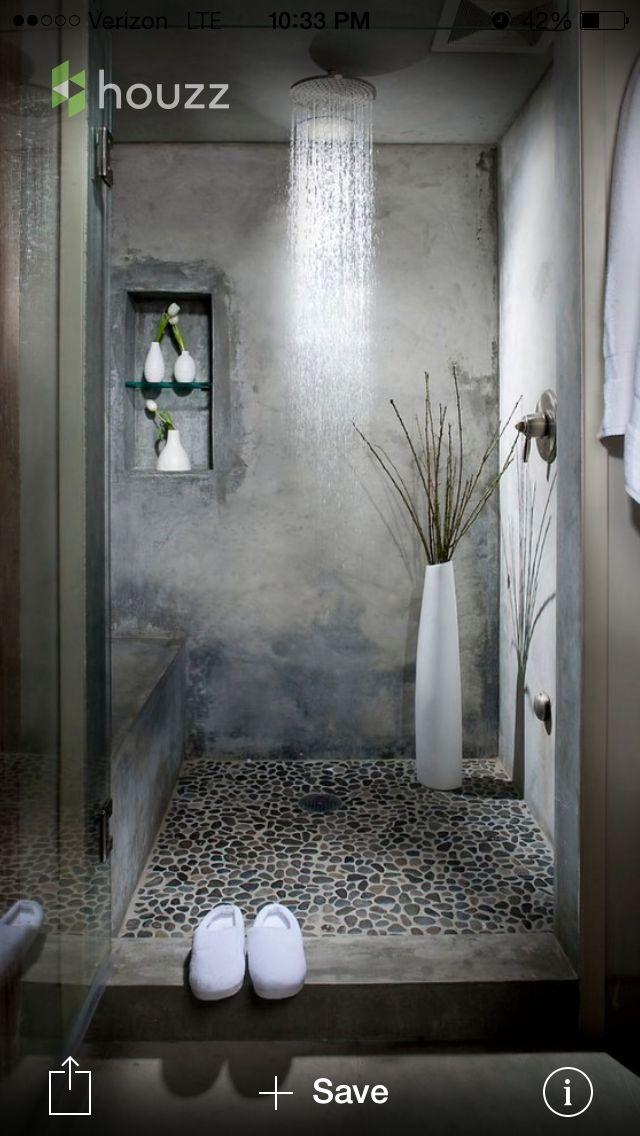 fiel ejemplo de lo que queremos para el cubículo de la ducha en baño principal. (cemento alisado, piedras, ducha en el techo, guarda artículos y asiento)