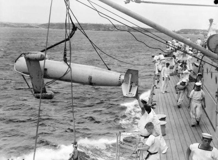 HMAS Sydney 1940, deploying a paravane