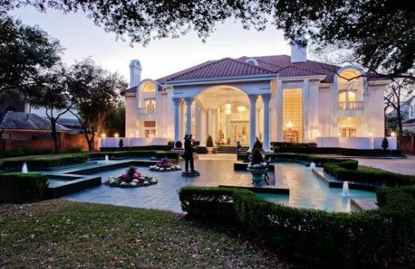 The home of the founder of Mary Kay Cosmetics is exactly the color you would expect: A soft shade of light pink.: Pink Mansion, Mary Kay Ash, Kay Mansion, Dream Homes, Dream House, Dallas, Mansions, Marykay