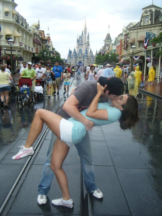 Love this pic. Disney world romance......OMG I WANT THIS SO BAD!!!!!!!!! :( one day!