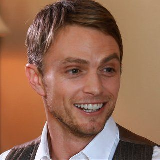 """Hart of Dixie's Wilson Bethel Says There Will Be """"At Least One More Good Wade/Zoe Smooch"""""""