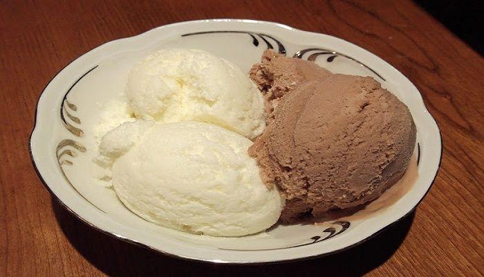 Εύκολο παγωτό με ζαχαρούχο.
