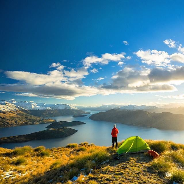 Roy's Peak, Lake Wanaka, New Zealand, South Island. Hiking Trail: 11km, 5-6 hours, 1,250 m elevation gain.