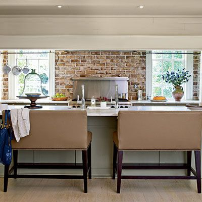 #DreamKitchens: Modern Colonial Style -   Carolyn & John Hudson's dark and dated Williamsburg-reproduction kitchen gets a late-breaking upgrade from Charlotte architect Ken Pursley