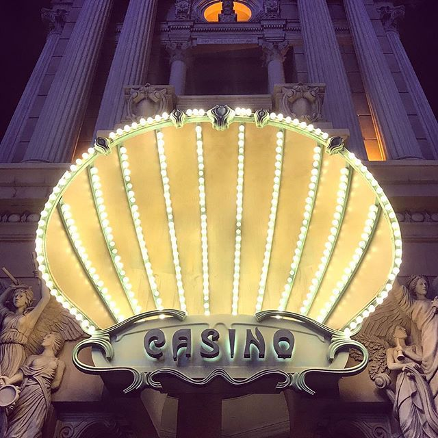 Vegas, you're so pretty when the lights are out! 💋 #frankiesroadtrip