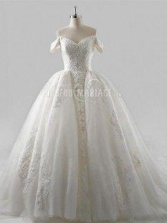 Robe de mariée épaule dégagée col en cœur traîne cathédrale