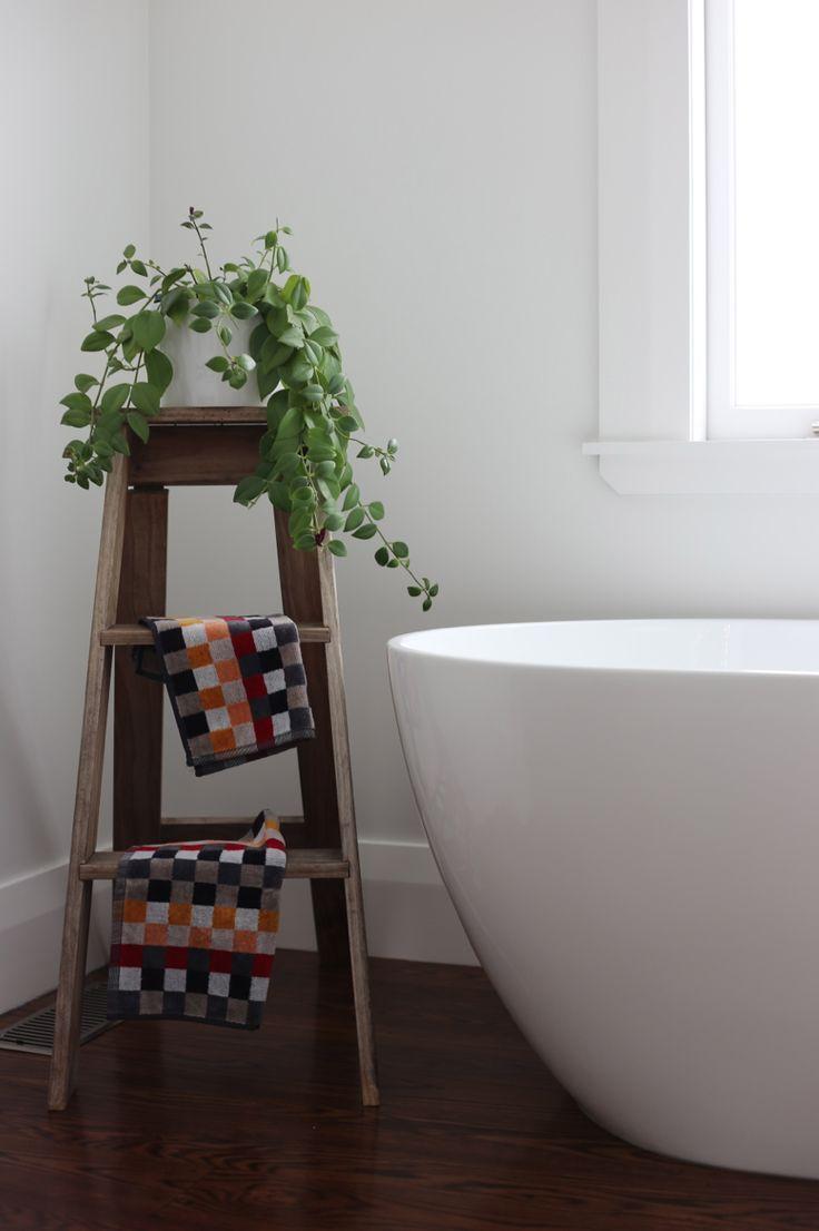 #interiorstyling #placesandgraces #bathroomdetails #bathroomladder #vintageladder #plantinbathroom #handtowels @cittadesign