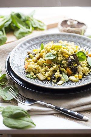 Jáhly se zeleninou - jáhly propláchneme, spaříme. Na olivovém oleji osmažíme cibulku, oblíbenou zeleninu (např. papriku), přidáme jáhly. Orestujeme dohromady, zalejeme vodou a dusíme doměkka. Nakonec ochutíme česnekem, solí a dalším oblíbeným kořením.