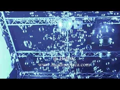 Macchina per la produzione di grandi quantità di bolle dall'effetto spettacolare munita di due ventilatori separati più un getto d'aria supplementare che convoglia le bolle verso l'alto, che con la loro caduta renderanno l'atmosfera molto coinvolgente. Un comodo rubinetto posto sul retro dell'apparecchio facilita lo scarico del liquido in eccesso. Puoi trovare questo e altri prodotti sul nostro sito Web: http://www.lucidiscoteca.it/
