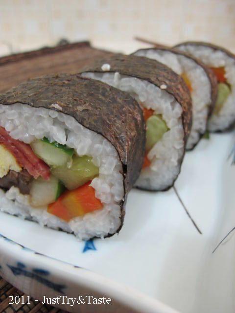 Just Try & Taste: Mudahnya Membuat Sushi Sendiri Di Rumah: Sushi Isi Telur Goreng, Daging Asap, Ketimun, Wortel & Jamur