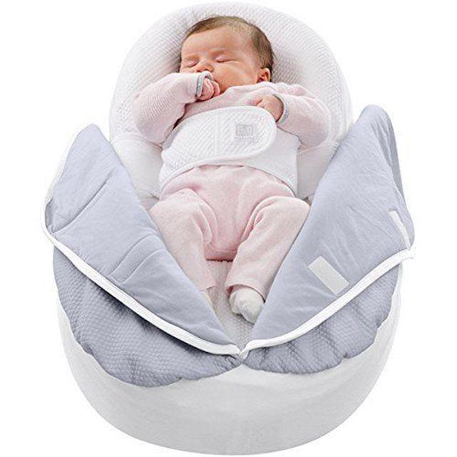 Juste après la naissance, le cocon pour nouveau-né Cocoonababy® accueille l'enfant en douceur et le sécurise en épousant la forme de son petit corps.La position semi-fœtale, légèrement inclinée, apaise et rassure l'enfant, limite l'apparition des principaux troubles d'adaptation et favorise son développement harmonieux.Points forts du cocon pour nouveau-né Cocoonababy® :Position semi-fœtale unique (inclinaison de 20°).Améliore la qualité et la durée du sommeil.Réduit les réveils en sursaut…