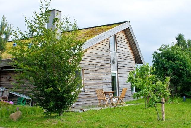 Wavy siding and grassy roof  eco village torup denmark: Dyssekilde