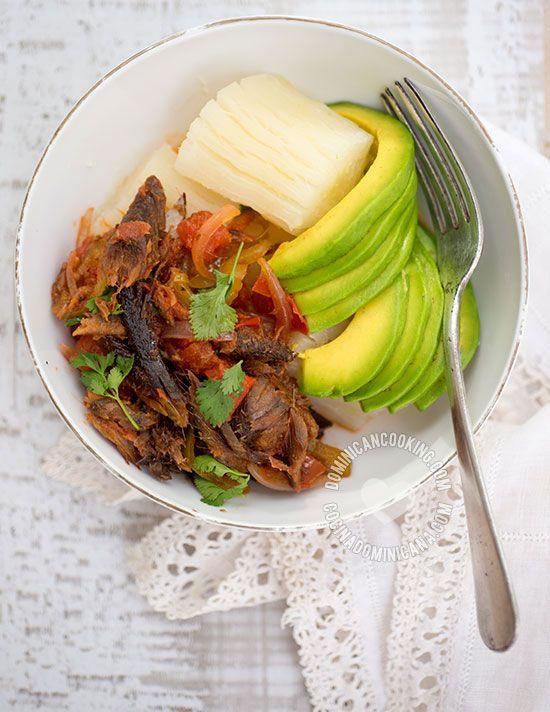 Arenque Guisado - Receta & Video: El arenque es uno de esos platos que…