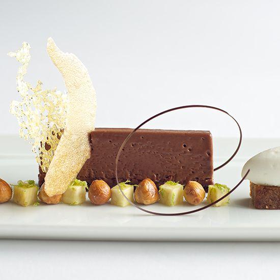 molecular desserts - Hľadať Googlom L'art de dresser et présenter une assiette comme un chef de la gastronomie... > http://visionsgourmandes.com > http://www.facebook.com/VisionsGourmandes . #gastronomie #gastronomy #chef #presentation #presenter #decorer #plating #recette #food #dressage #assiette #artculinaire #culinaryart