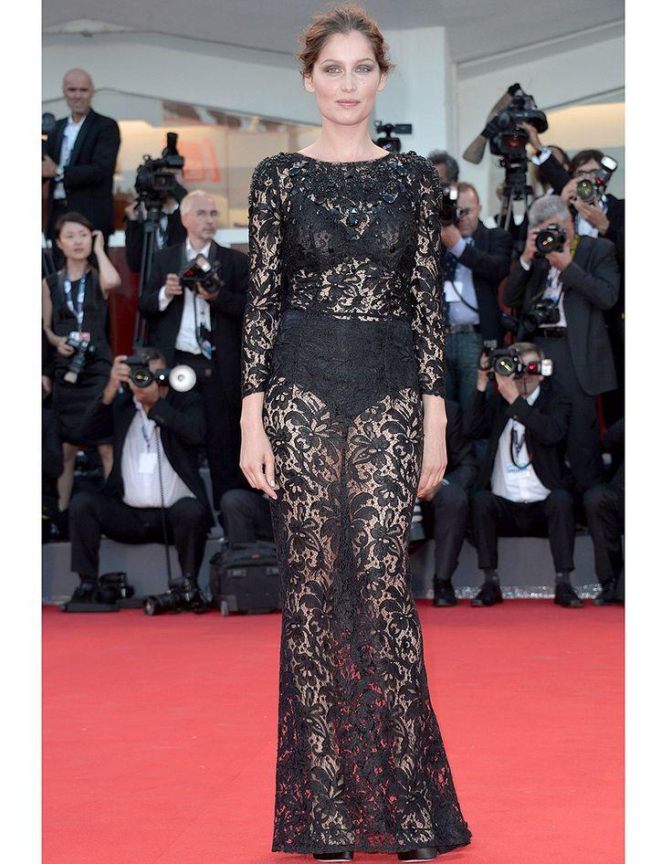 Laetitia Casta en robe transparente - Kate Moss, Kim Kardashian, Rihanna, toutes les robes transparentes qui ont marqué les esprits - Elle