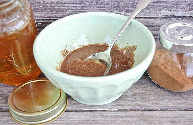 La combinaison de miel et de la cannelle est un miracle naturel incroyable et est efficace dans différentes problèmes de santé. Ce mélange est le meilleur remède naturel, il a été utilisé en médecine traditionnelle et chinoise depuis des siècles. Vous avez peut-être entendu parler des propriétés curatives du miel et de la …