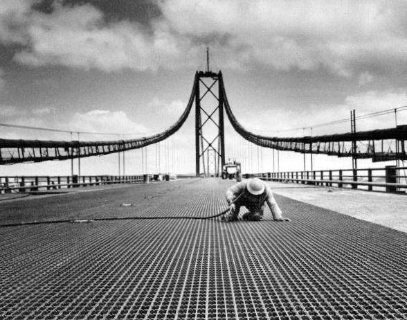 Imagens raras da Ponte Sobre o Tejo quando começou a ser construída a 5 de Novembro de 1962, sendo inaugurada a 6 de Agosto de 1966, através da empresa norte-americana United States Steel Export Co…