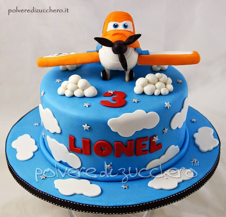 Torta decorata di Planes per un compleanno, soggetto Dusty realizzato in pasta di zucchero Birthday cake decorated with planes Dusty