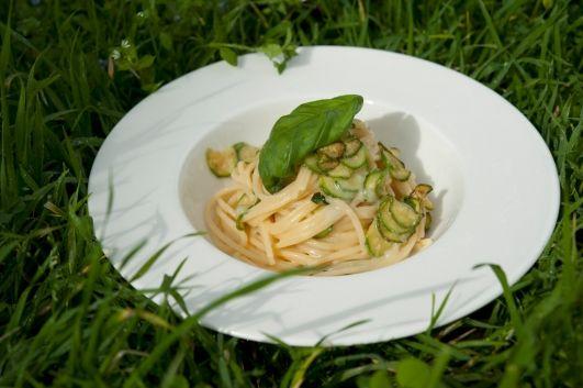 Спагетти с цукини из Нерано от Роберто Аллокка/Spaghetti con le zucchine alla Nerano di Roberto Allocca   Элла Мартино Рецепты Кулинарные туры Итальянская кухня
