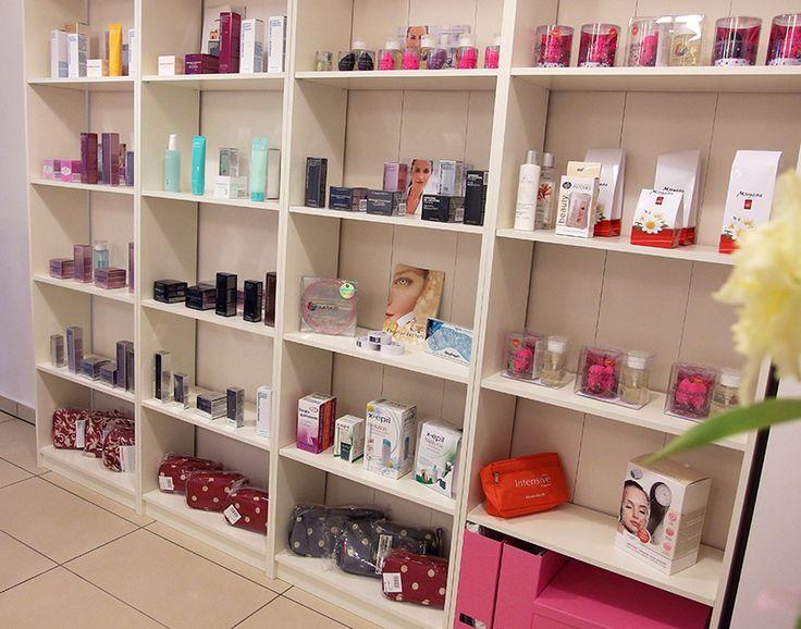 Kozmetikai termékek a polcokon