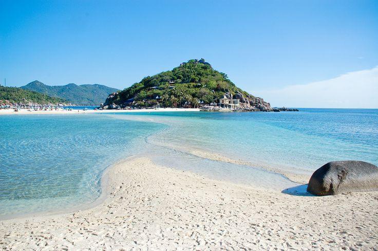 La plage Nang Yuan sur l'île de Koh Tao en Thaïlande est une belle plage sauvage à l'eau turquoise Accès : Depuis Koh Samui ou Chumphon en bateau Activités : de très beaux sites pour la plongée et le snorkeling sur cette île A proximité : Proche de Koh Samui A savoir : Son nom…