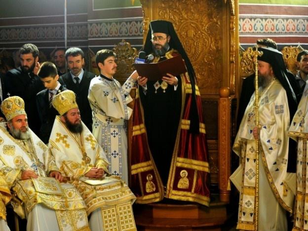 """Va fi primul serviciu religios oficiat de ÎPS Ciprian în Vrancea, în calitate de arhiepiscop. Noul ierarh a ales ca loc al primei întâlniri cu credincioşii, Biserica Domnească """"Sfântul Ioan Botezătorul"""", din Piaţa Unirii.    Evenimentul este aşteptat cu mare emoţie şi bucurie de către credincioşii dornici să-l cunoască pe noul ierarh. De altfel, duminică va fi şi prima întâlnire oficială a arhiepiscopului cu creştinii din Vrancea."""