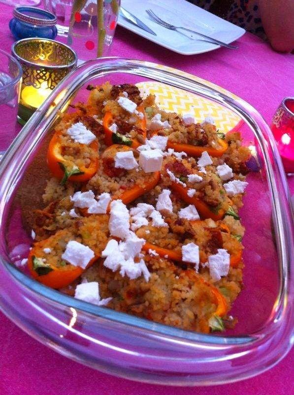 Gevulde mini paprika's. Kleine kleurrijke tapas hapjes. De oranje kleur maken het een ideaal hapje voor tijdens koningsdag of het WK/EK