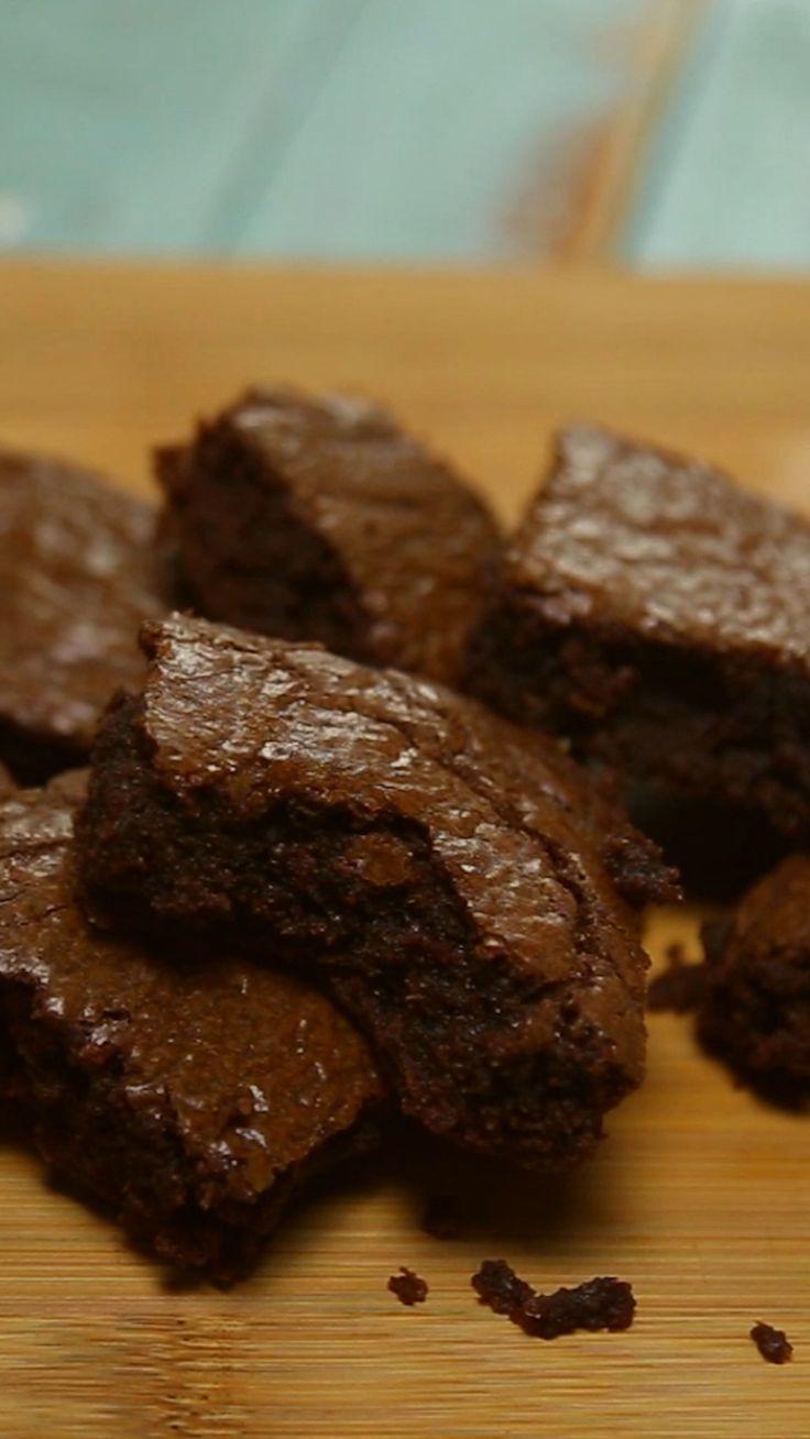Receta con instrucciones en video: Como hacer Brownies De Nutella. Ingredientes: 1 taza o 280 g de Nutella, 2 huevos, 10 cucharadas o 62 g de harina