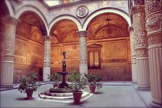 Multa di 160 euro a uomo sorpreso a urinare a Palazzo Vecchiohttp://tuttacronaca.wordpress.com/2013/10/09/multa-di-160-euro-a-uomo-sorpreso-a-urinare-a-palazzo-vecchio/