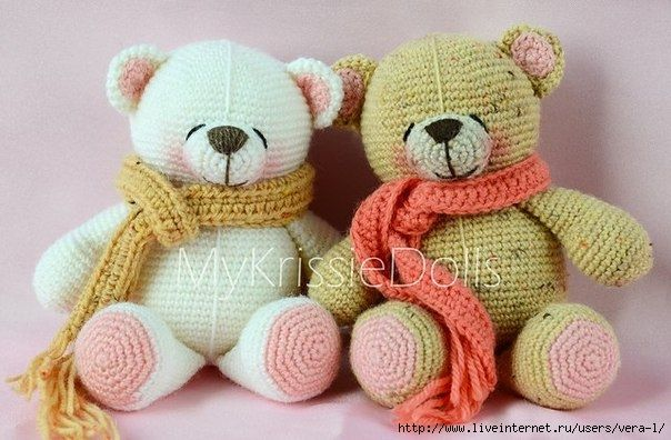 The Forever Friends crochet amigurumi bear! Free pattern. But it's in Russian. However, with a little effort that shouldn't be a problem. So so cute!