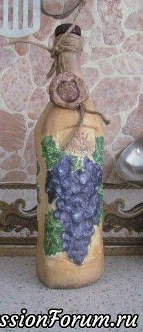 Объем виноградин и листьев сделан шпаклевкой, сверху наклеена салфетка. Фон акриловая краска, печать мукосольная. Покрыта одним слоем лака (лак кончился) в связи с этим у меня вопрос: каким лаком лучше пользоваться для функциональности изделия? У меня лак для саун, но мне кажется, что он водой смывается.